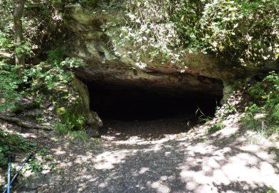 Természetes menedékek – Üregek, barlangok, sziklakiszögelések